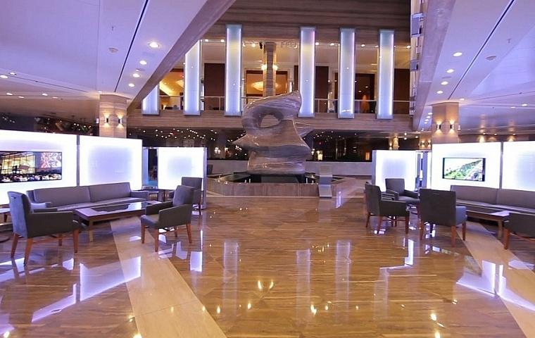 Digital Signage im Hotel - Show Control und interaktive Bildschirme